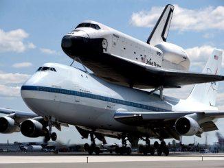 Space Shuttle auf einer Boing 747