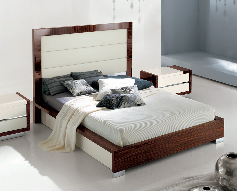 wie gross ist ein king size bett wie gross wie schwer wie weit wie hoch. Black Bedroom Furniture Sets. Home Design Ideas