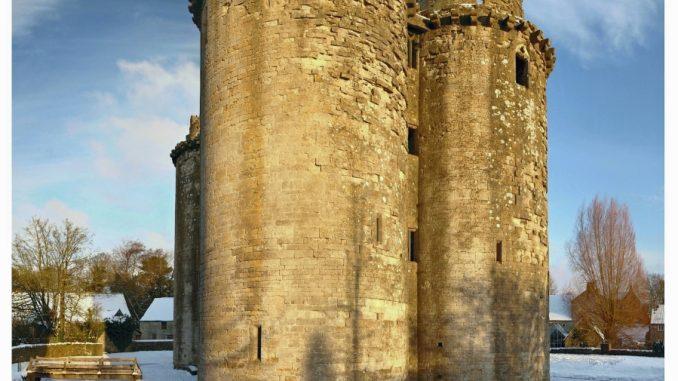 Nunney Castle, das kleinste Schloss der Welt im Winter