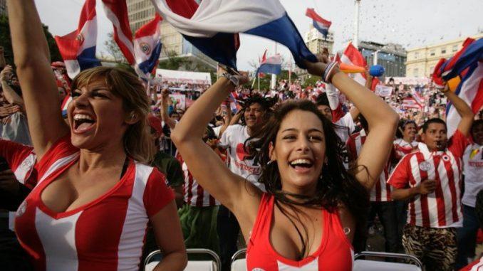 Fussballfans in Paraguay