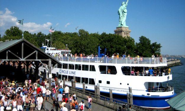 Wie groß ist die Statue of Liberty