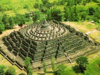 Der Borobudur in Indonesien aus der Luft