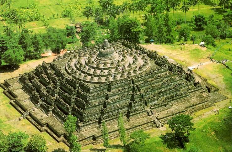 Wie groß ist der Borobudur Tempel