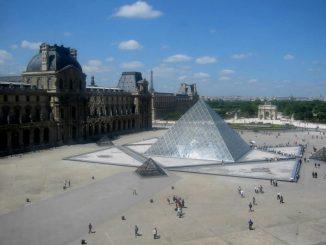 Die Pyramide im Louvre