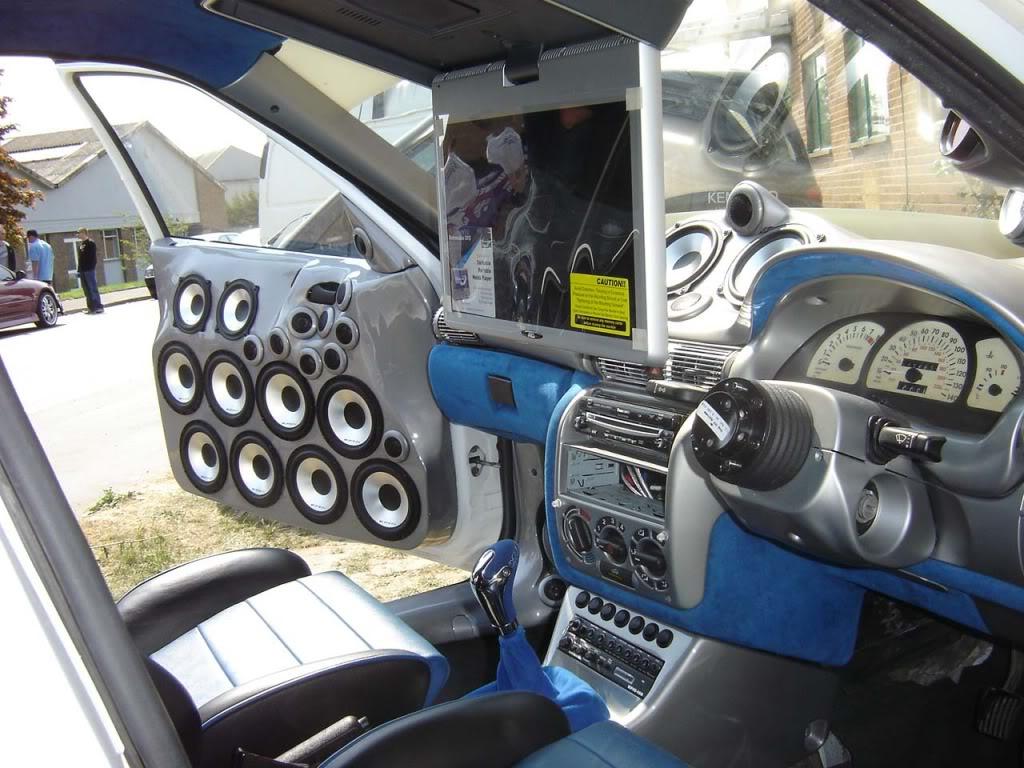 das lauteste car hifi auto der welt wie gross wie schwer wie weit wie hoch. Black Bedroom Furniture Sets. Home Design Ideas