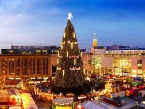 Der größte Weihnachtsbaum auf dem Dortmunder Weihnachtsmarkt