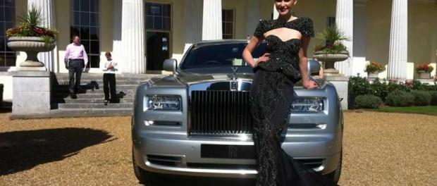 Das teuerste Kleid - mit Stil präsentiert
