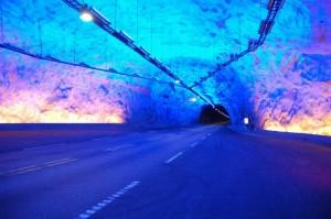 Illumination im längsten Straßentunnel der Welt