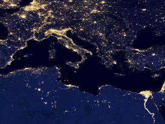 Das Mittelmeer bei Nacht aus dem All