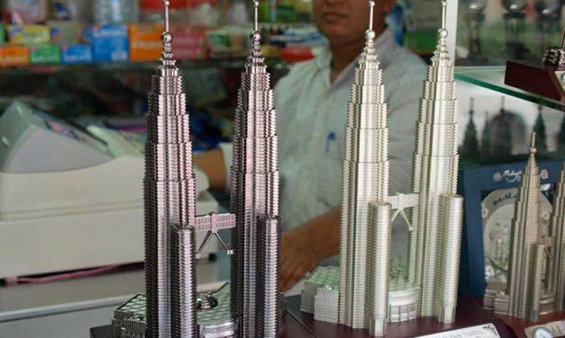 Wie hoch sind die Petronas Towers in Kuala Lumpur