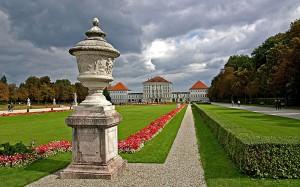 Schloss_Nymphenburg_-_Blick_vom_Schlosspark